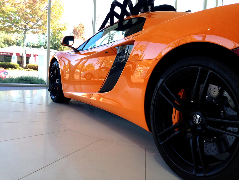 McLaren MP4-12C side-view